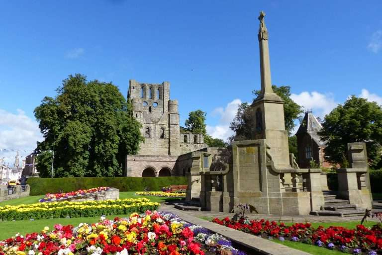 Kelso War Memorial and ancient abbey